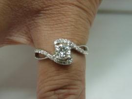 流當品拍賣 造型 41分 G色 K金 女鑽戒